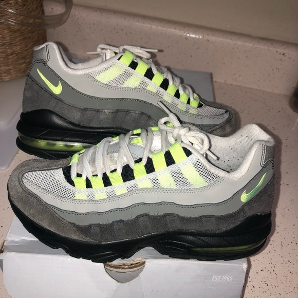 competitive price a661c 0ae00 NIKE AIR MAX 95 OG LIME GREEN & GREY SIZE 5.5